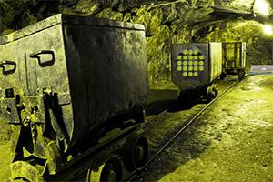 逃离荒废的矿洞